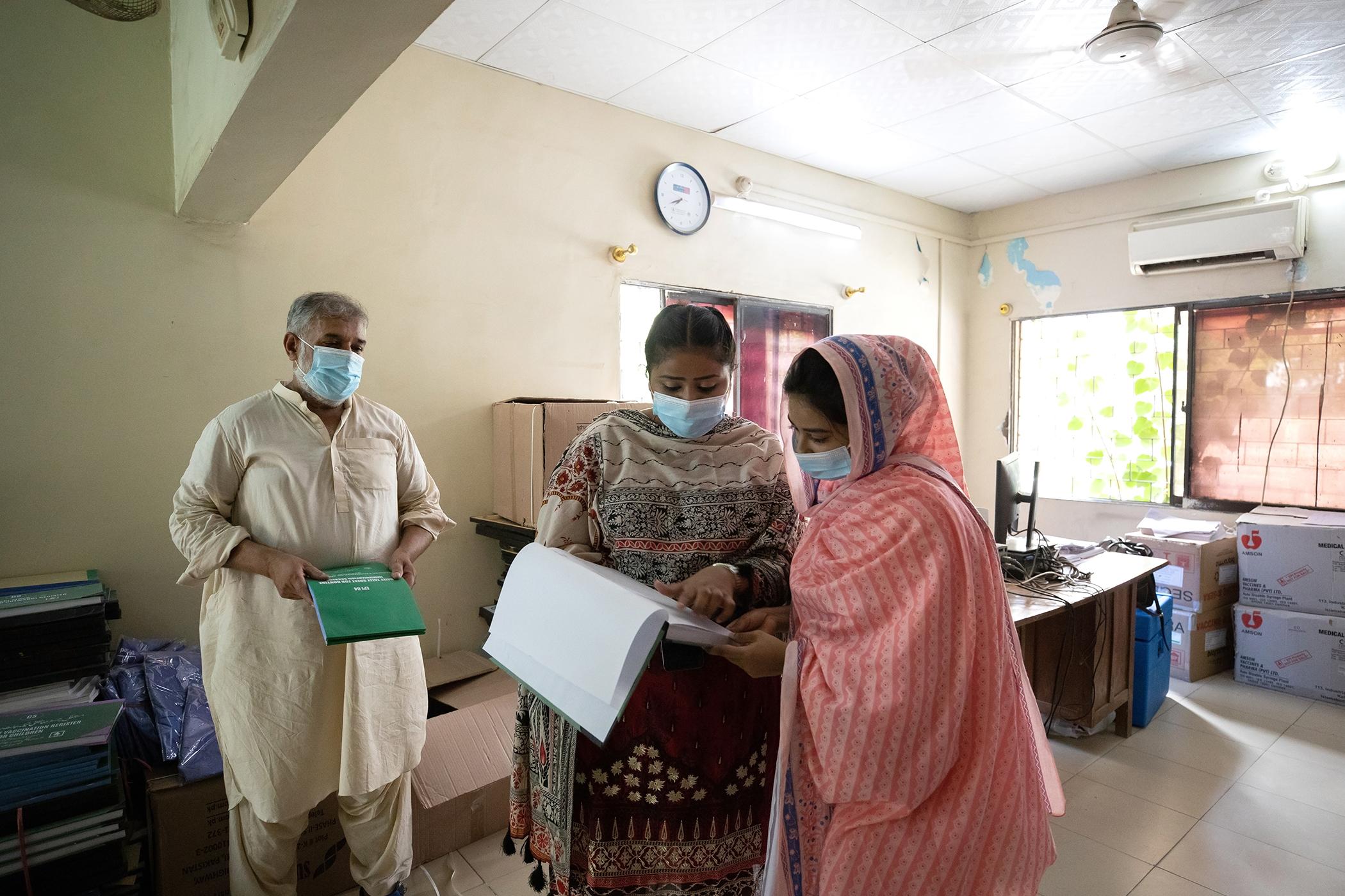 Tahira Bano est la directrice des vaccinations du district de Karachi-Est, au Pakistan.