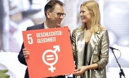Artikel: Model Toni Garrn und Entwicklungsminister Müller haben ein gemeinsames Ziel: Frauenrechte stärken