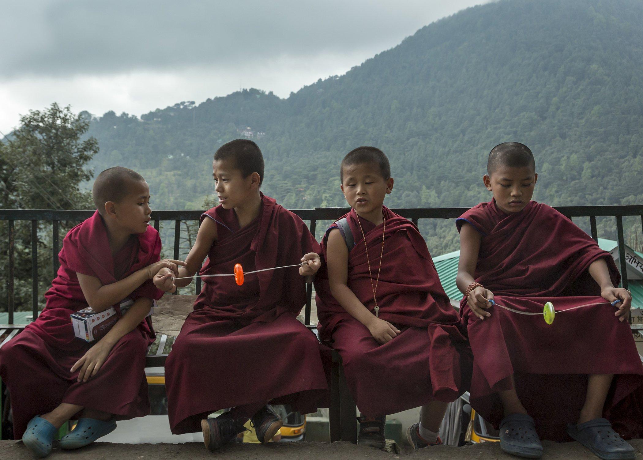 Kids-India-Buddhist-Monks.jpg