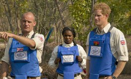 Artikel: Prince Harry Champions Landmine Clearing in Angola, Following in His Mother's Footsteps
