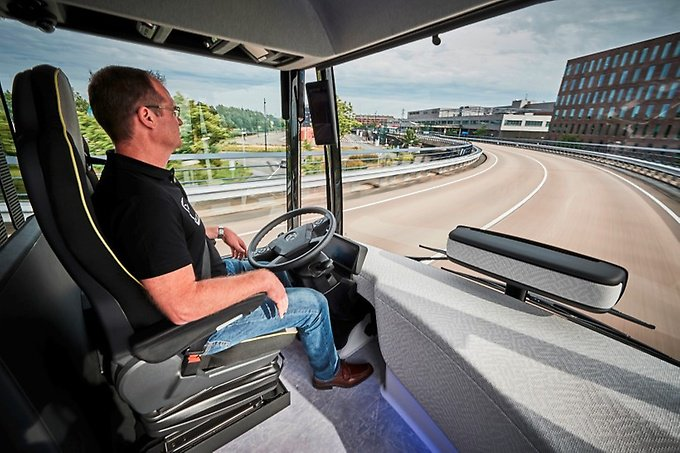 Future-bus-Driverless-Mercedes-road-test-BODY-Driver in front seat.jpg