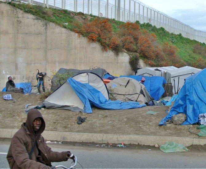 Street art and graffiti spread awareness of the refugee crisis_Banksy_Banksy_Body Image 4.jpg