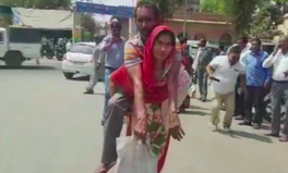 Article: The Sad Reason This Woman in India Had to Carry Her Husband for Weeks