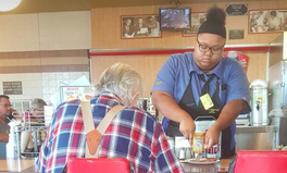 Article: A Waitress Who Helped an Elderly Man Cut His Ham Is Now Getting a $16,000 Scholarship to College