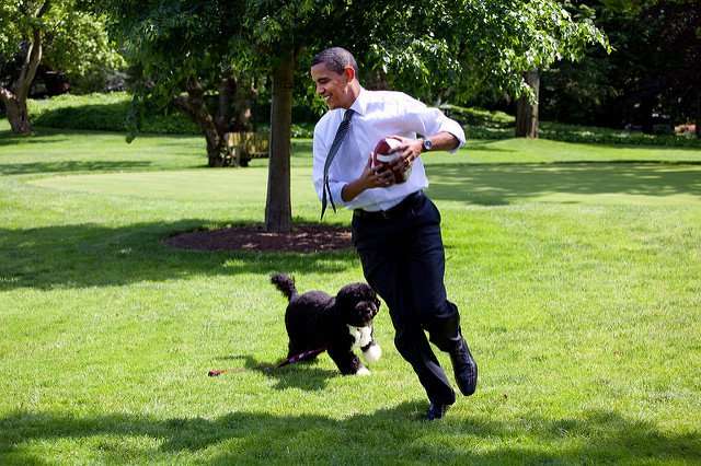 obama-44-photos-gc-bo-football.jpg