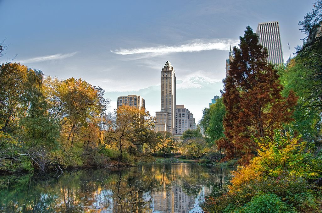 1024px-Southwest_corner_of_Central_Park,_looking_east,_NYC.jpg