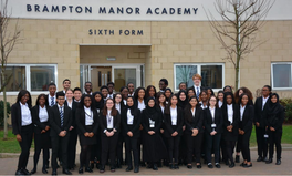 Artikel: Meet Some of the 41 Pupils Offered Oxbridge Places at a State School in One of London's Poorest Areas