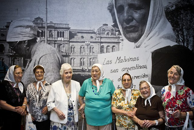 Madres de la Plaza de Mayo.jpg