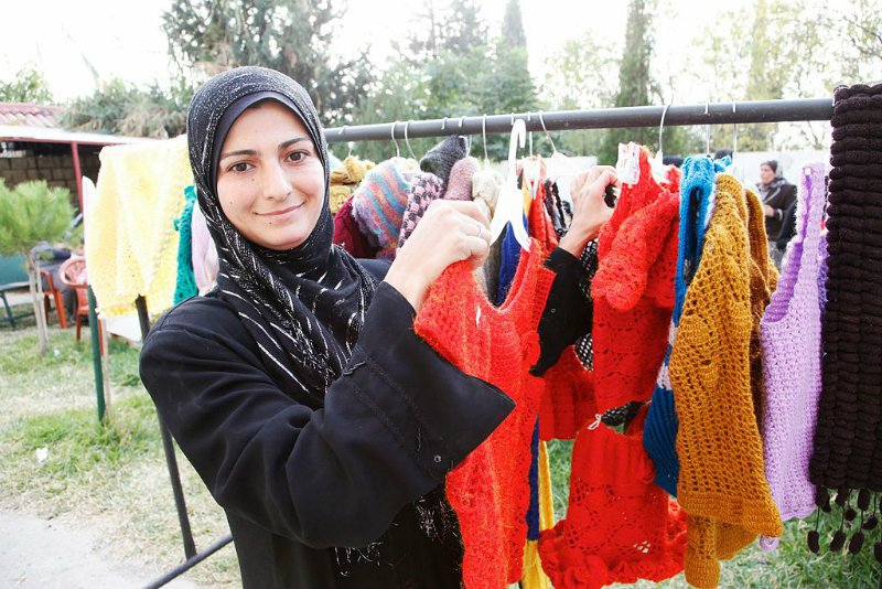 Knitting_a_brighter_future_for_Syrian_refugees_in_Lebanon_(11173833666).jpg