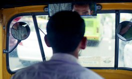 Artikel: Indians ditch their 9-5s for taxi driving