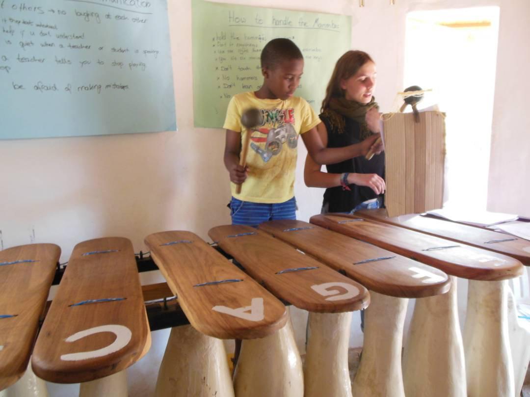 Marang und ich üben an der Bassmarimba.jpg