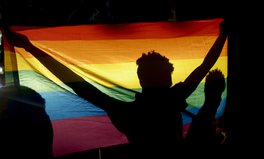 Artikel: LGBTQ+ People Face Added Violence, Exclusion, Poverty During COVID-19 Pandemic: Report