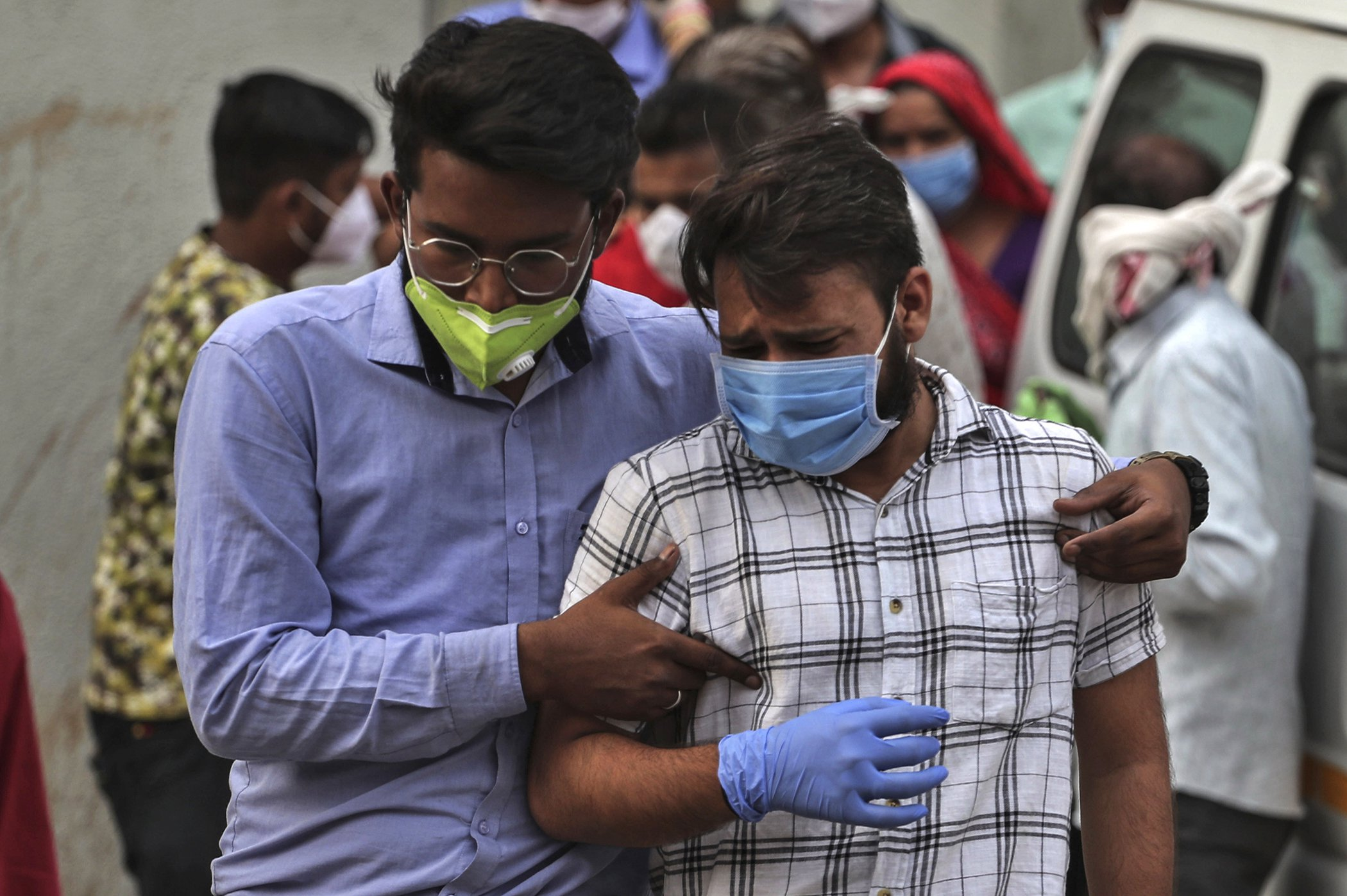 COVID-19-India-Crisis-Surge-Infections-Full-001.jpg