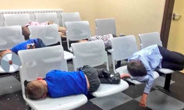 Artikel: A Photo of 6 Homeless Children Sleeping in a Police Station Shines a Light on Ireland's Housing Crisis