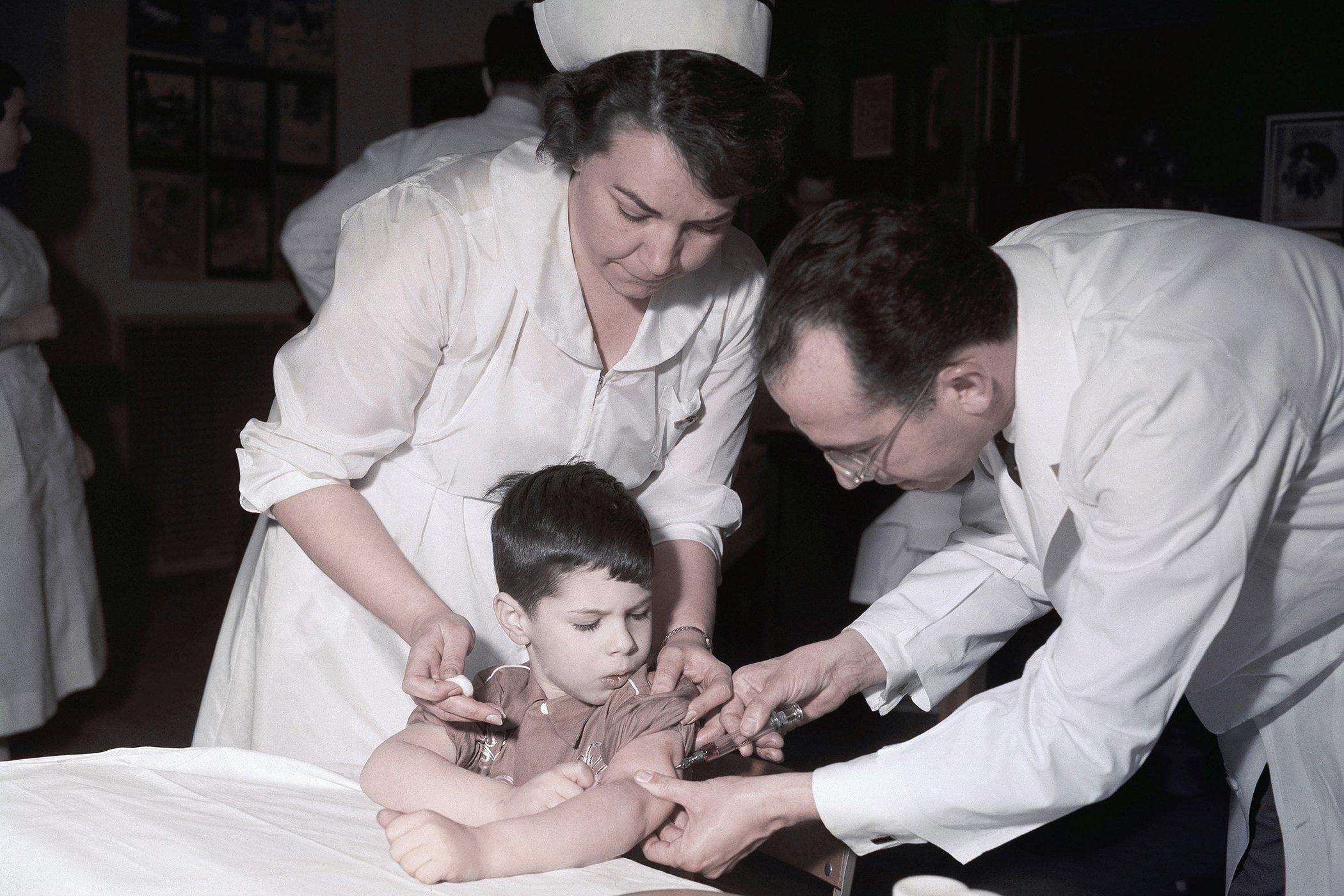 History-of-Pandemics-Polio-Vaccine.jpg