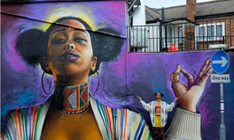 Artikel: Stunning Paintings of Black Women Are Popping Up All Over London