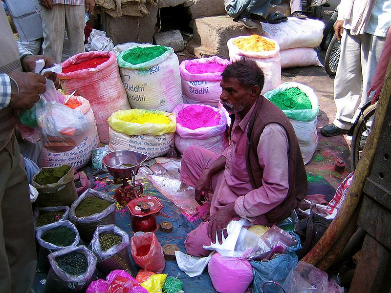 800px-Shop_selling_colours_for_Holi,_Old_Delhi.jpg