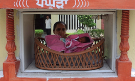 Artikel: Parents Can Safely Abandon Babies With New Cradle Program in India