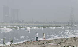 Artikel: Polluted River in India Is Literally Bubbling With Toxic Foam