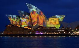 Artículo: The Sydney Opera House Lights Up For Bushfire Relief