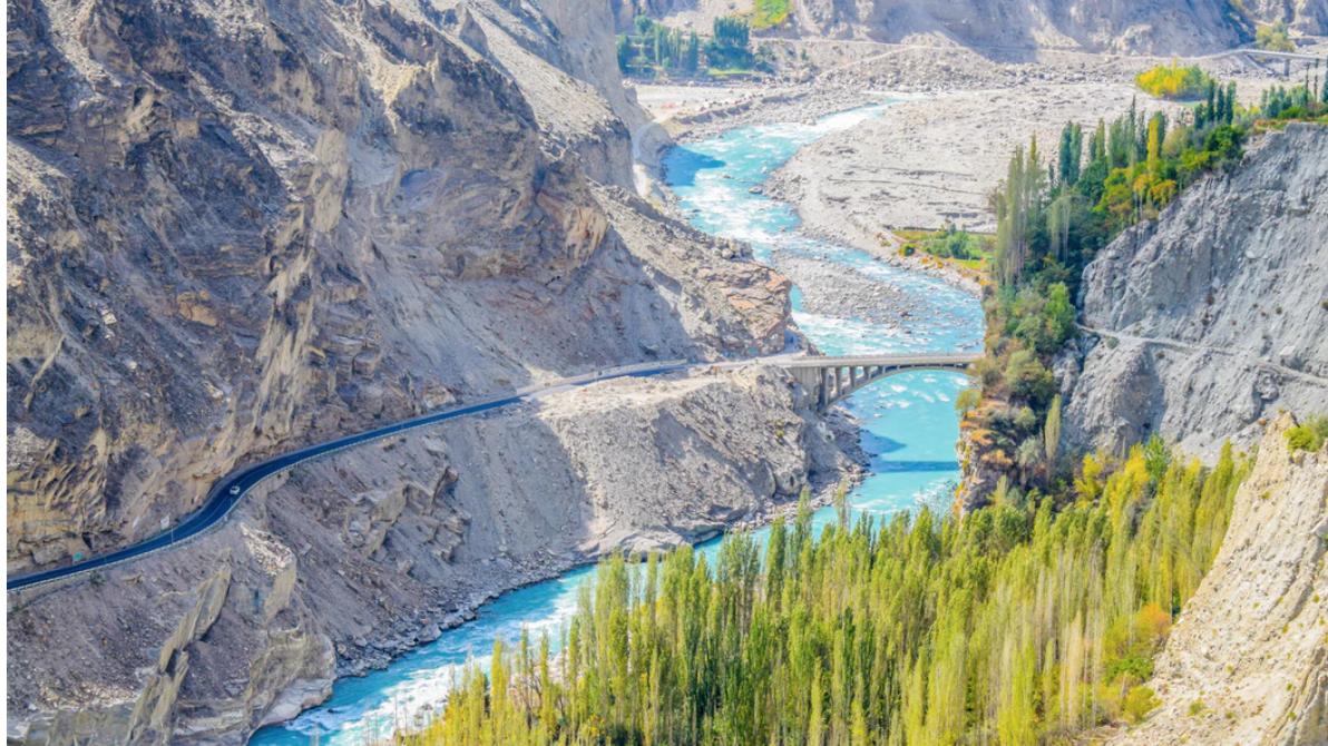 Zero-Carbon Water Pumps Turn Pakistan's Barren Mountains Green