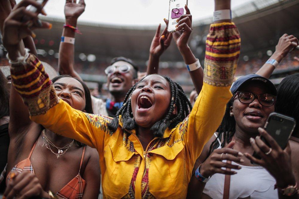 Mandela100_Crowd_Gelb.jpg