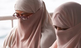 Artikel: UN Calls French Burqa Ban a Human Rights Violation