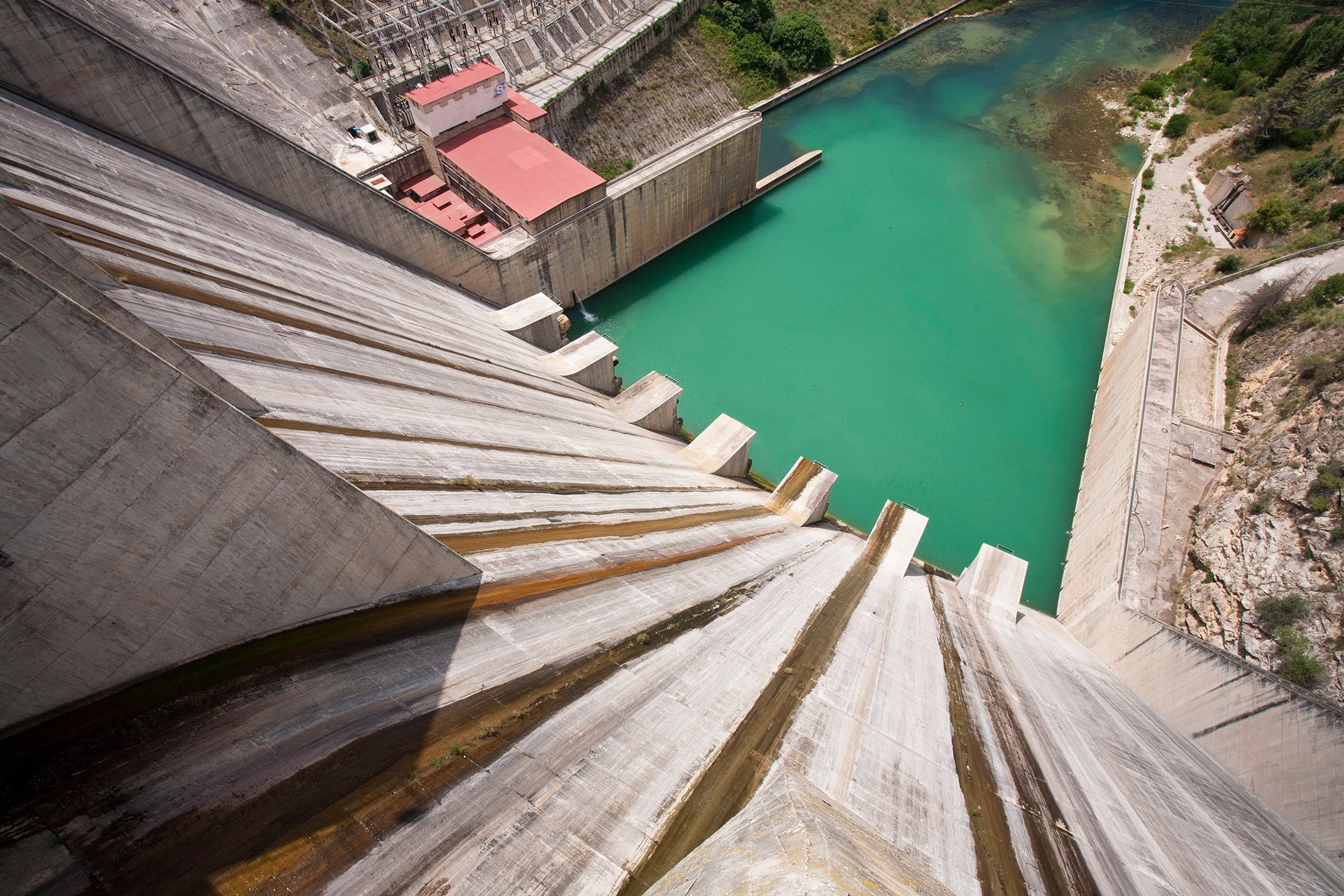 Threat - Hydropower dams block migration routes & natural flow of water sediment & nutrients © Global Warming Images_WWF.jpg1.jpg