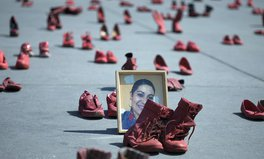 Artículo: Women in Mexico City Rallied Against Femicide With Hundreds of Red Shoes