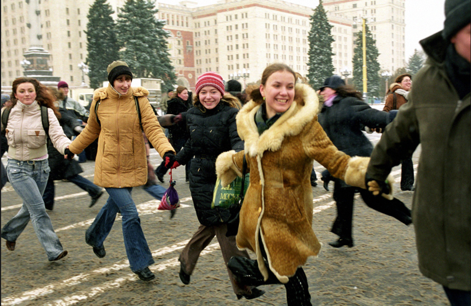 women russia happy.png