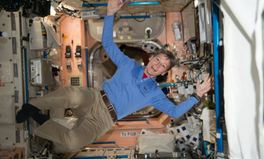Article: Female Astronaut Peggy Whitson Just Shattered a Record Held by Men