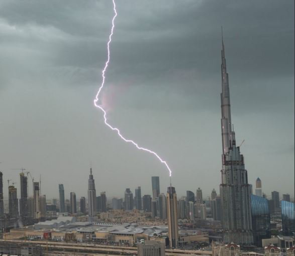 today in the world has gone crazy it s raining in dubai seriously