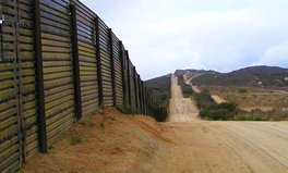 Artikel: Building a wall to discourage migrants is NOT the solution