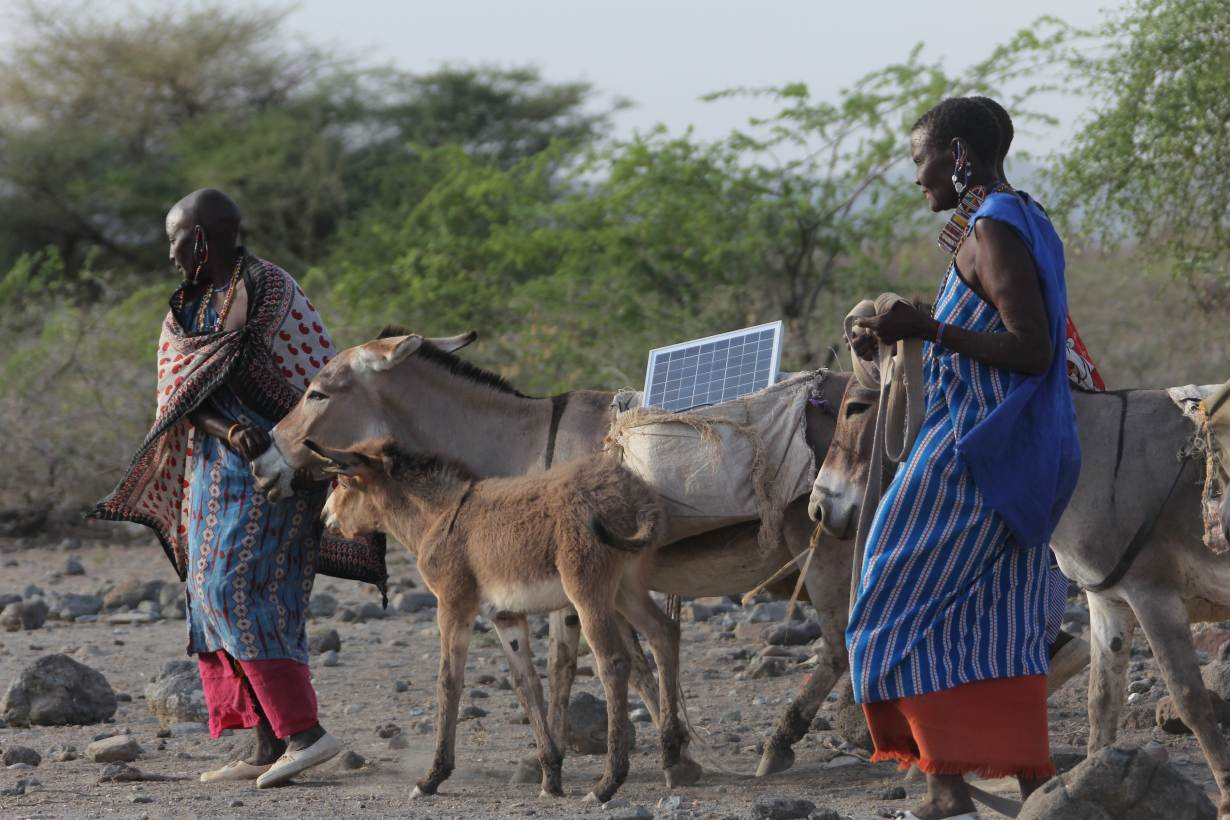 Massai women solar panels climate change