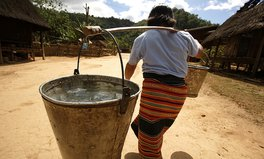 Artikel: A Walk in Women's Shoes - The Journey for Water