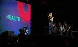 Artikel: Natalie Portman Calls for Increased Funds to Fight AIDS, TB, and Malaria at Global Citizen Festival