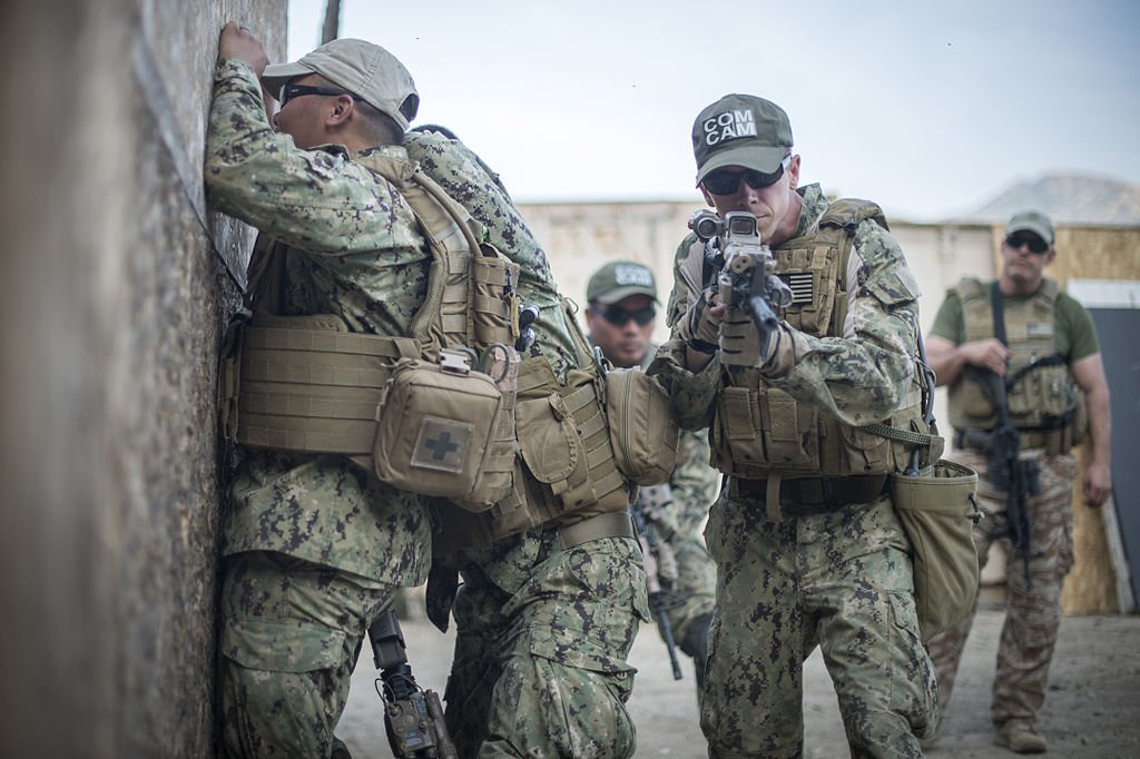 US_military_combat_cameramen_train_in_combat_tactics_150218-N-TR141-041 (1).jpg