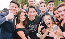 Article: Justin Trudeau Just Photobombed a Prom Photo and It's Amazing