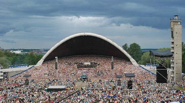 singing revolution estonia.jpg
