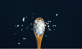 Artículo: You're Eating 2,000 Microplastics Each Year Through Table Salt: Report
