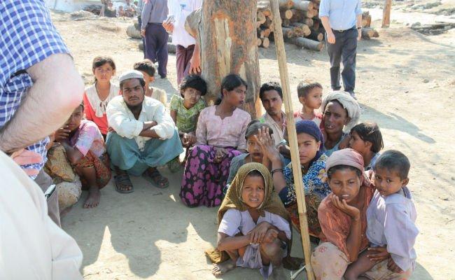 Displaced_Rohingya_people_in_Rakhine_State_(8280610831) edited.jpg