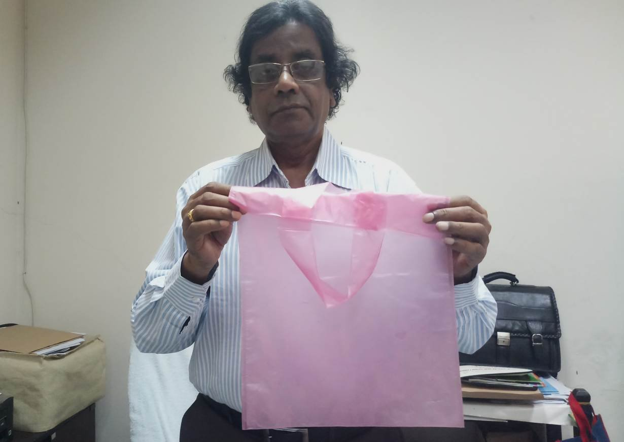 bangladesh-invents-biodegradable-throw-away-bag.jpg