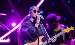 Article: H.E.R. Played an Intimate Acoustic Set for 'Together At Home' Virtual Series