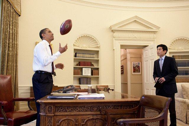 obama-44-photos-gc-football.jpg