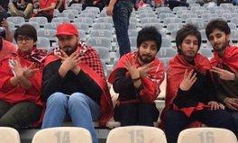 Artikel: Iranian Women Are Wearing Fake Beards to Sneak into Soccer Stadiums