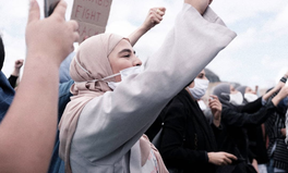 Artikel: #HijabisFightBack: In Brussels, Thousands Protest Belgium's College Headscarf Ban
