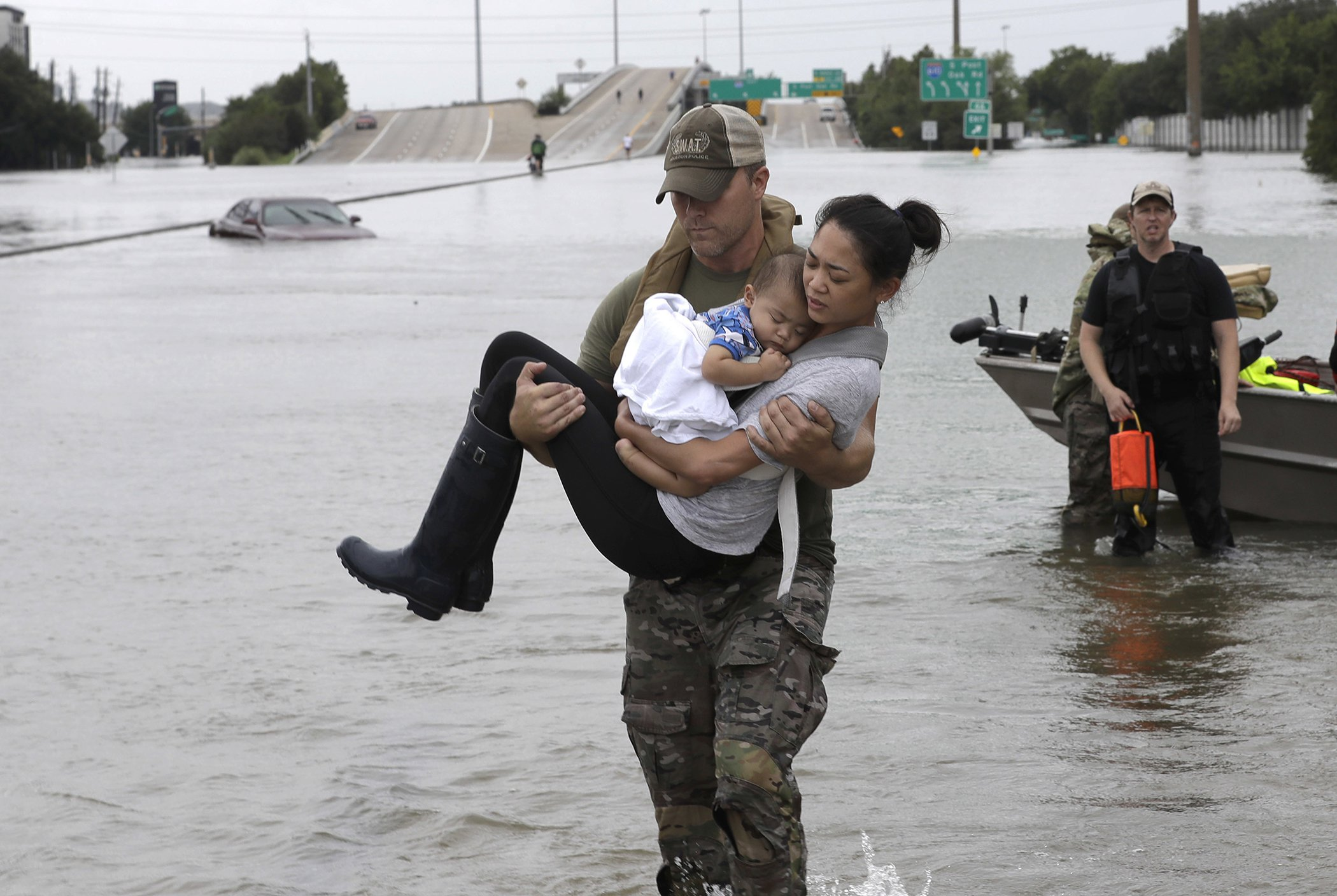 2017-Year-In-Photos-Houston-Flooding-11.jpg