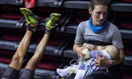 Artikel: A British Ultra-Marathon Runner Stopped During a 105-Mile Race to Breastfeed Her Baby