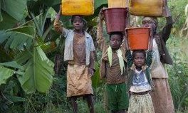 Artikel: 10 things women and girls could be doing if they weren't fetching water
