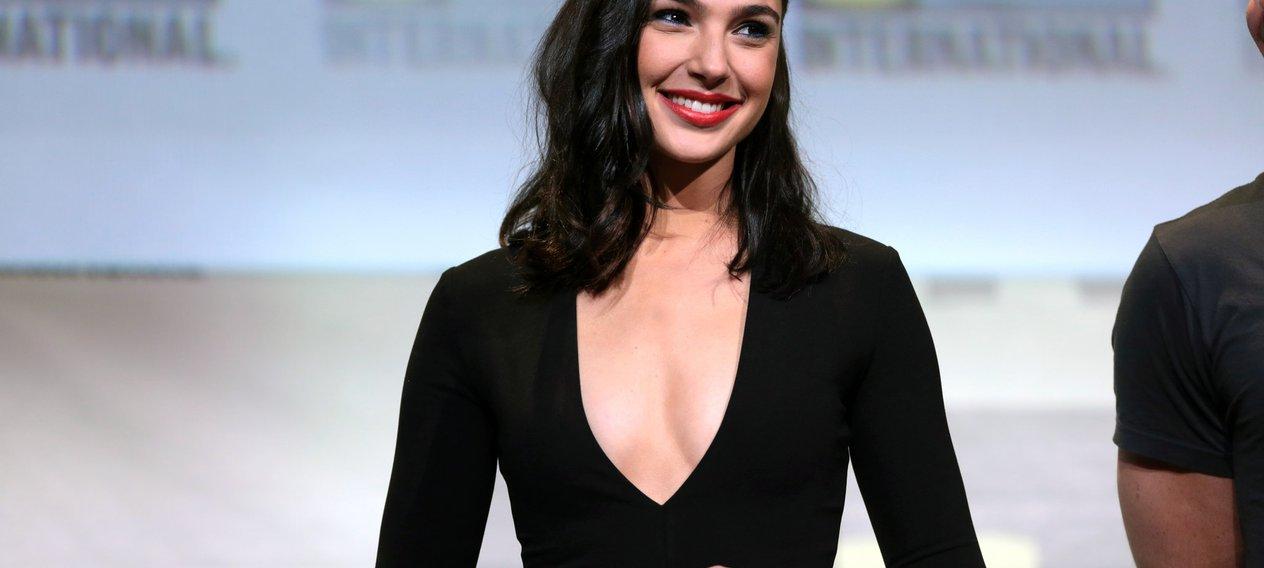 Gal Gadot Defends Bullied Sri Lankan Wonder Woman Cosplayers